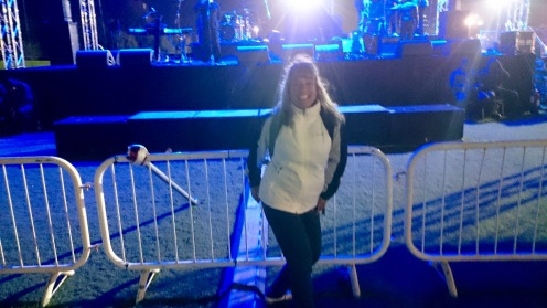 And hour before the concert - I'm getting my front row, centre spot for the concert !!!