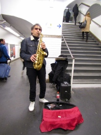 Sax player in the tunnels of the Metro!
