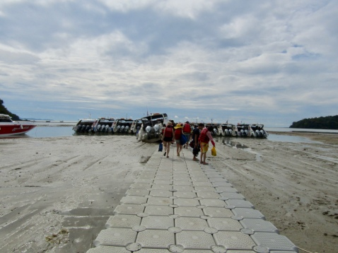 Low tide....and on our way to the speed boat