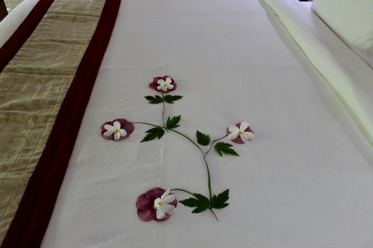 Carnoustie Villa - Flowers on Bed
