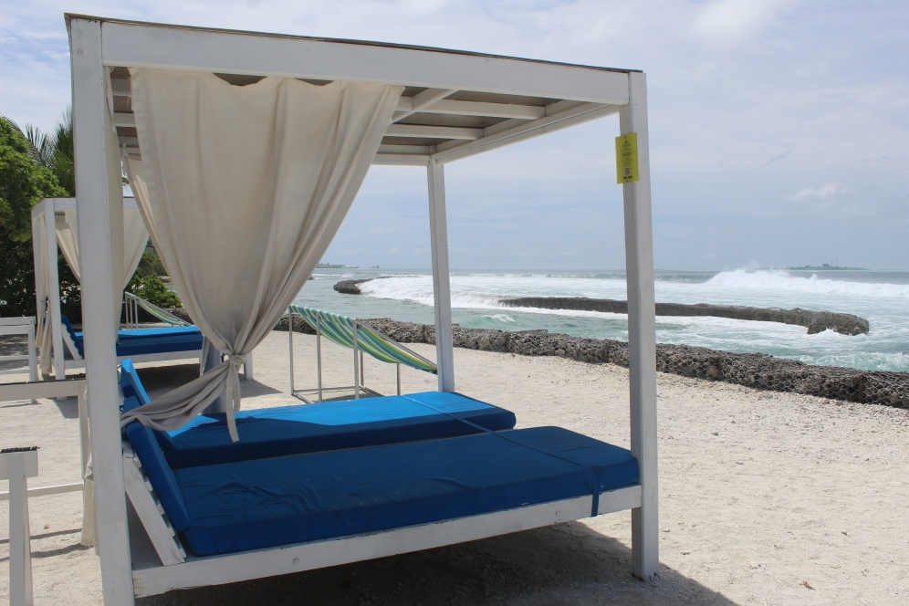 Maldives - Surfing - Lounging are to watch the surfers