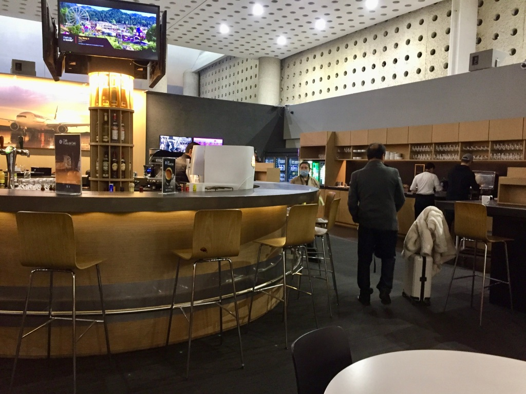 2019 - Christmas Break - Mexico City's Aeropuerto Internacional Benito Juárez - Salon Premier Aeromexico