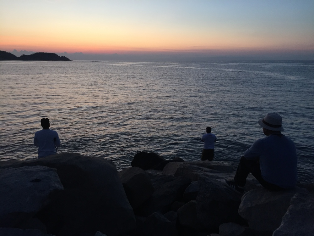 2019 - Huatulco, Mexico - Chahué Bay - Chahué Beach - Fishermen along the breakwater pier
