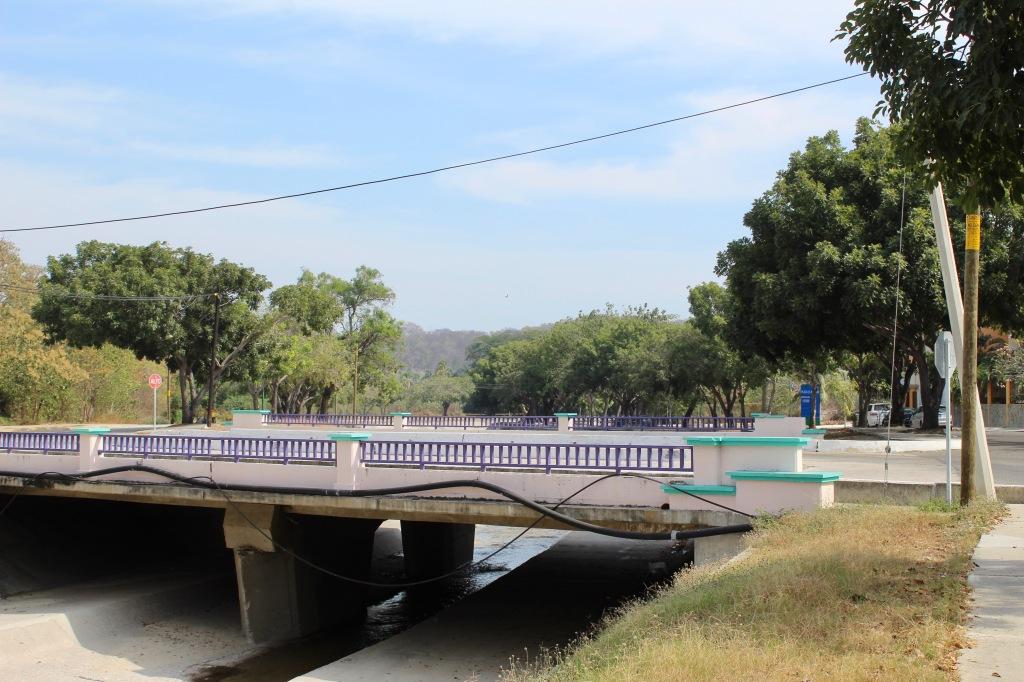 2019 - Christmas Break - La Crucecita, Huatulco, Mexico - walking the neighborhood - another bridge