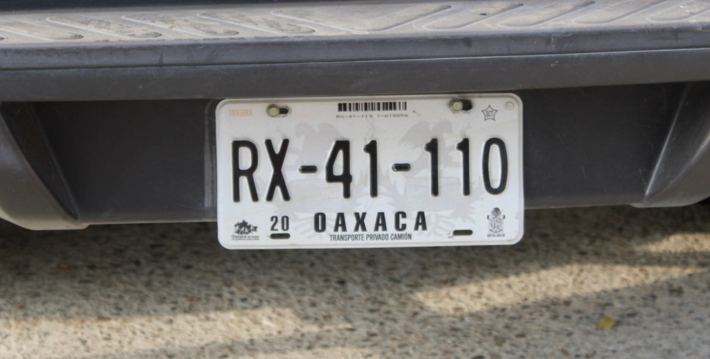 2019 - December - La Crucecita, Huatulco, Mexico - State of Oaxaca license plate