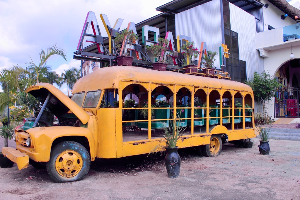 2019 - Chahué Bay - La Papaya Garden Bus