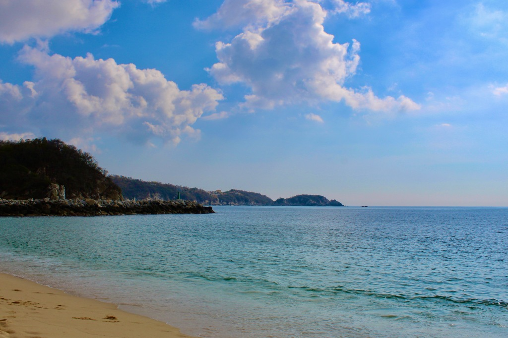 2019 - Chahué Bay, Chahue Beach, Huatulco, Mexico - Looking left