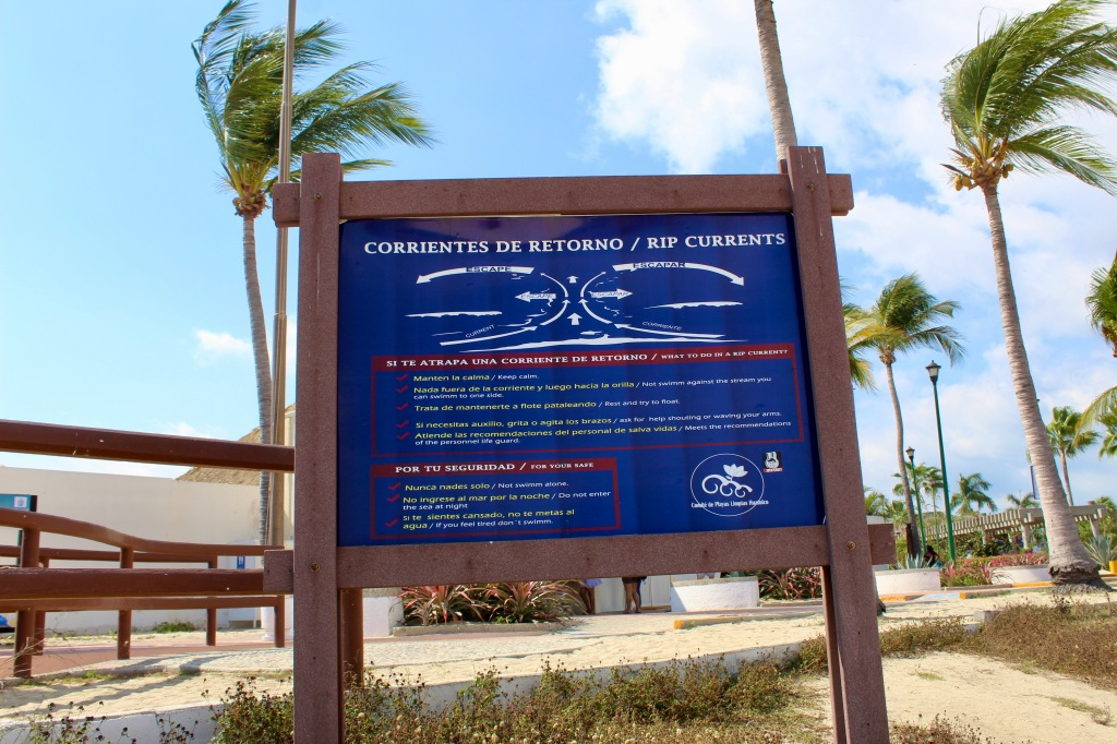 2019 - Chahué Bay, Chahue Beach, Huatulco, Mexico - Signage about rip currents