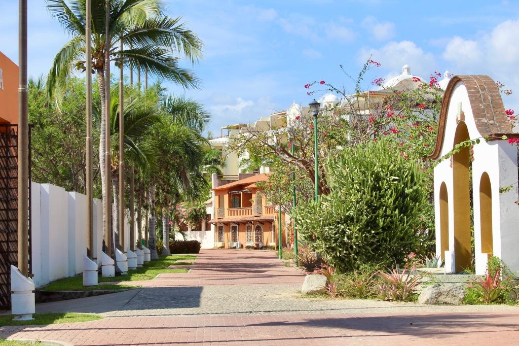 2019 - December - Chahué Bay, Huatulco, Mexico - Chahué Beach - Resort area along Chahué Bay