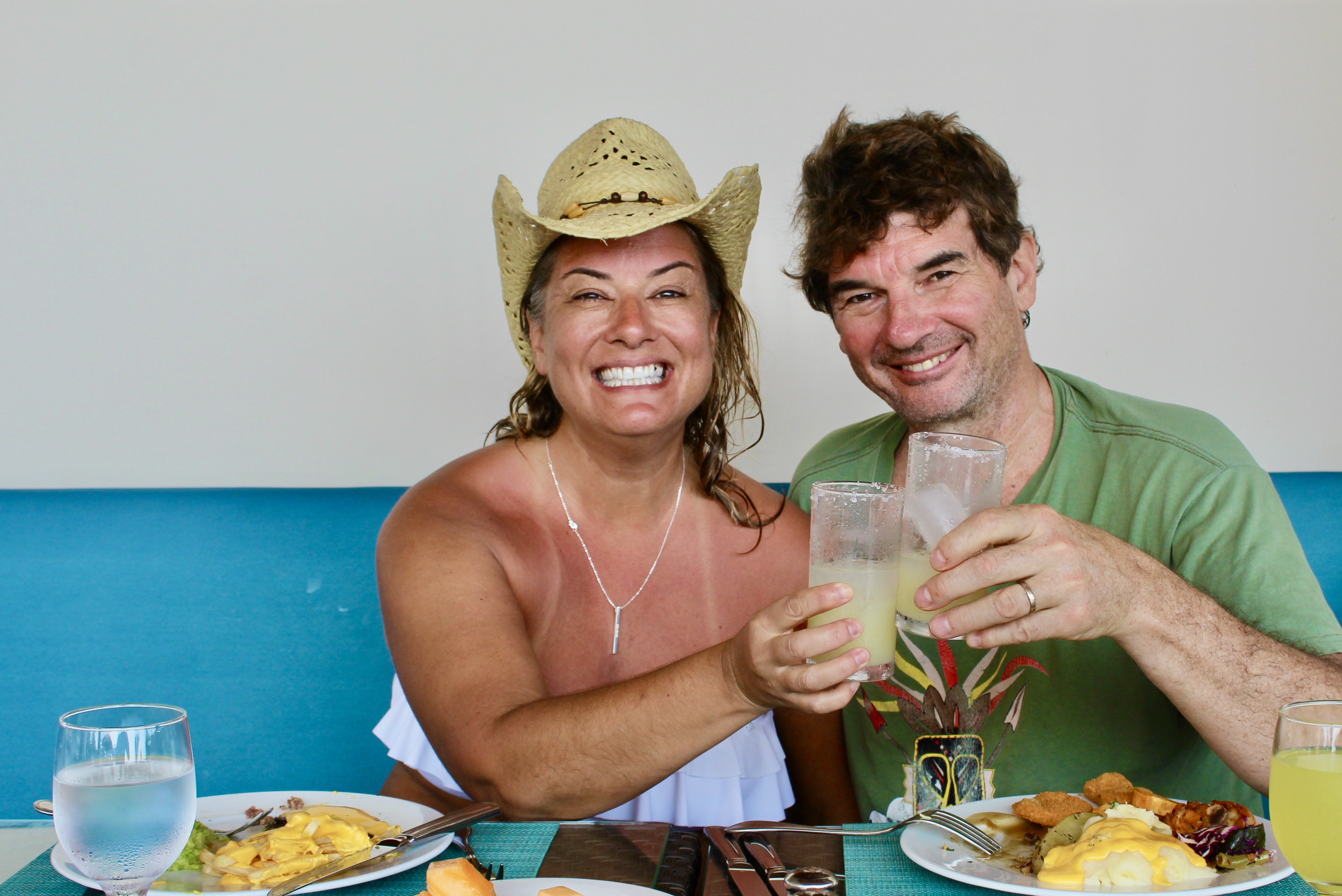 2019 - December - Tangolunda Beach, Huatulco, Mexico - Barcelo Huatulco - Buffet lunch with free drinks!! Our first margaritas!!
