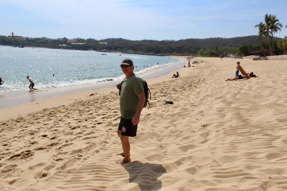 2019 - December - Tangolunda Beach, Huatulco, Mexico - Barcelo Huatulco - Michael, restaurant ready!