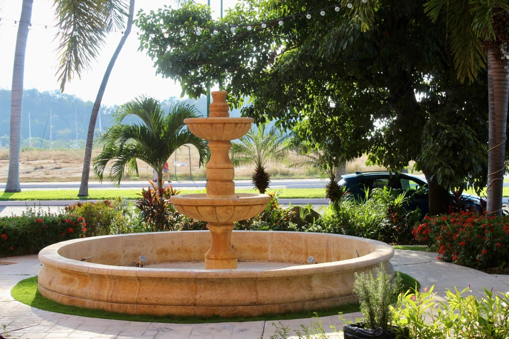 2019 - Huatulco, Mexico - La Crucecita - Fountain at Sabor a Mi!