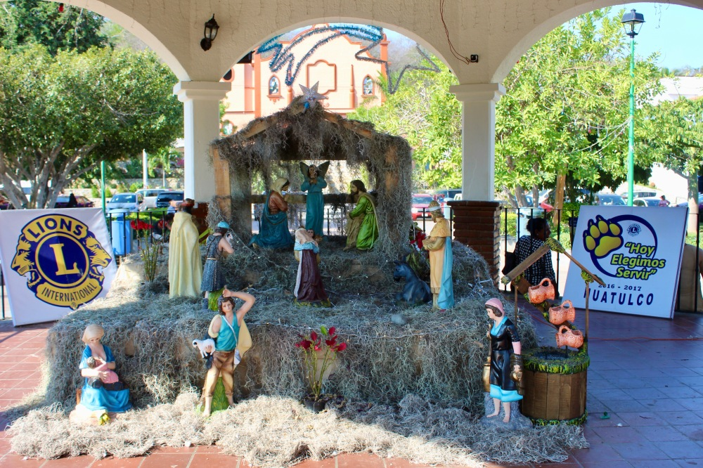 2019 - New Year's Eve Day - Downtown La Crucecita - Nativity Scene in the centre square