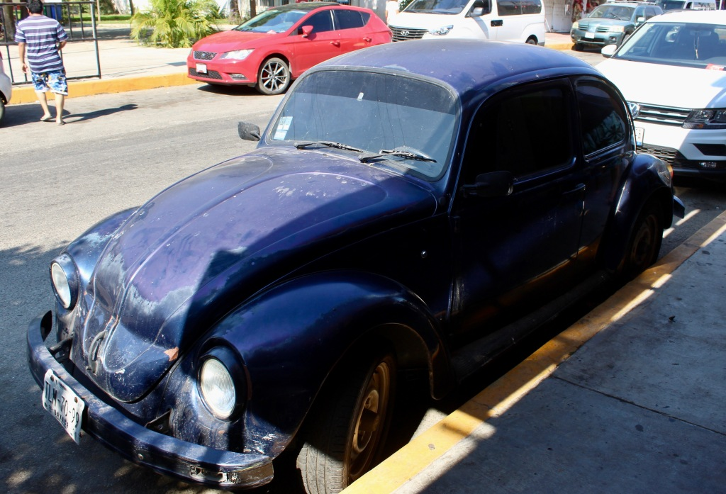 2019 - Huatulco, Mexico - New Year's Eve Day - Downtown La Crucecita - Volkswagen Beetle!