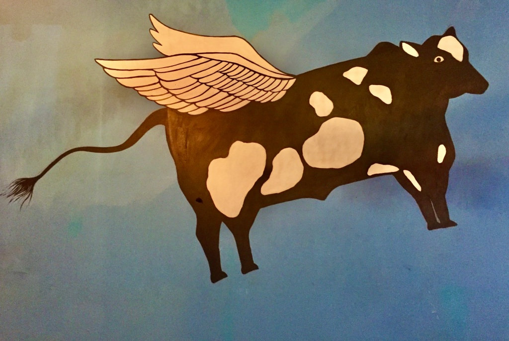 2019 - Huatulco, Mexico - New Year's Eve - Señor Barril Bar & Grill - Fitting wall mural - cows going to heaven - steak is on the menu... ;)