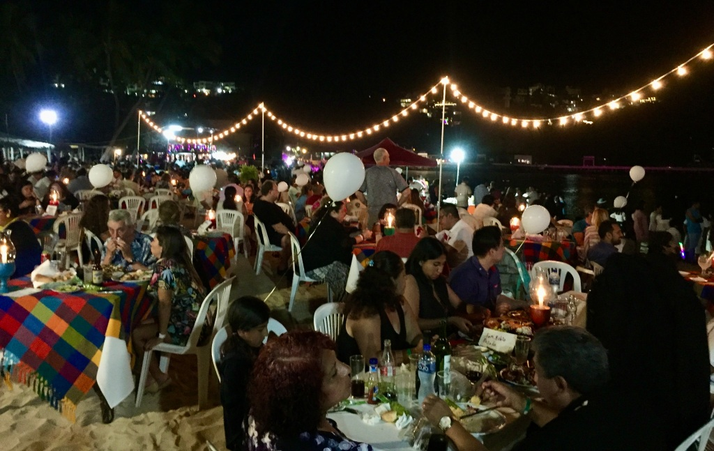 2019 - Huatulco, Mexico - New Year's Eve - Santa Cruz Beach2019 - Huatulco, Mexico - New Year's Eve - Santa Cruz Beach - Not an available table in sight!!