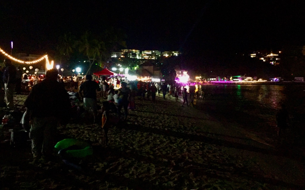 2019 - Huatulco, Mexico - New Year's Eve - Santa Cruz Beach2019 - Huatulco, Mexico - New Year's Eve - Santa Cruz Beach - The beach is packed with people!