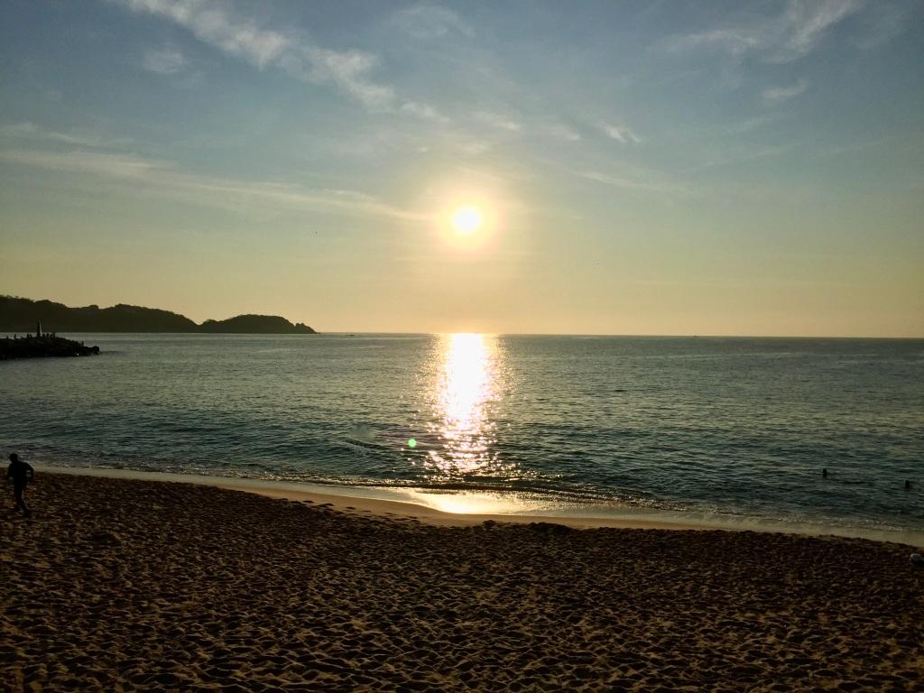 2020 - January 2nd - Huatulco, Mexico - La Crucecita - Morning run with Stephanie - Sunrise at Chahue Beach