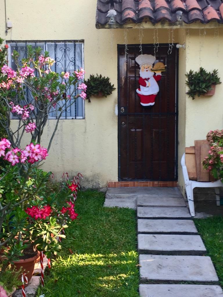 2020 - January 2nd - Huatulco, Mexico - La Crucecita - Morning run with Stephanie - Christmas decorations!