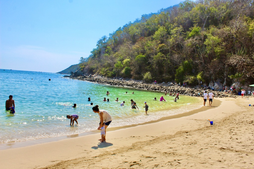 2019 - New Year's Eve Day - Huatulco, Mexico - Santa Cruz Beach - Midmorning crowd