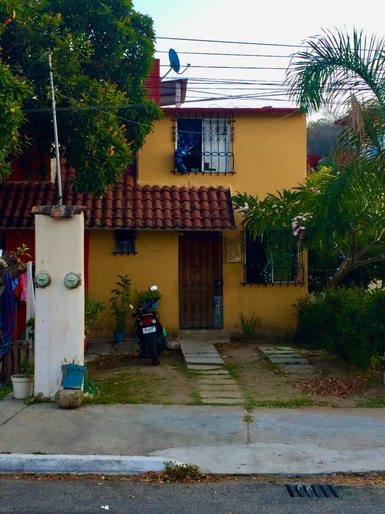 January 4rd, 2020 - Huatulco, Mexico - La Crucecita - Last Day - Morning Run - Colors of La Crucecita