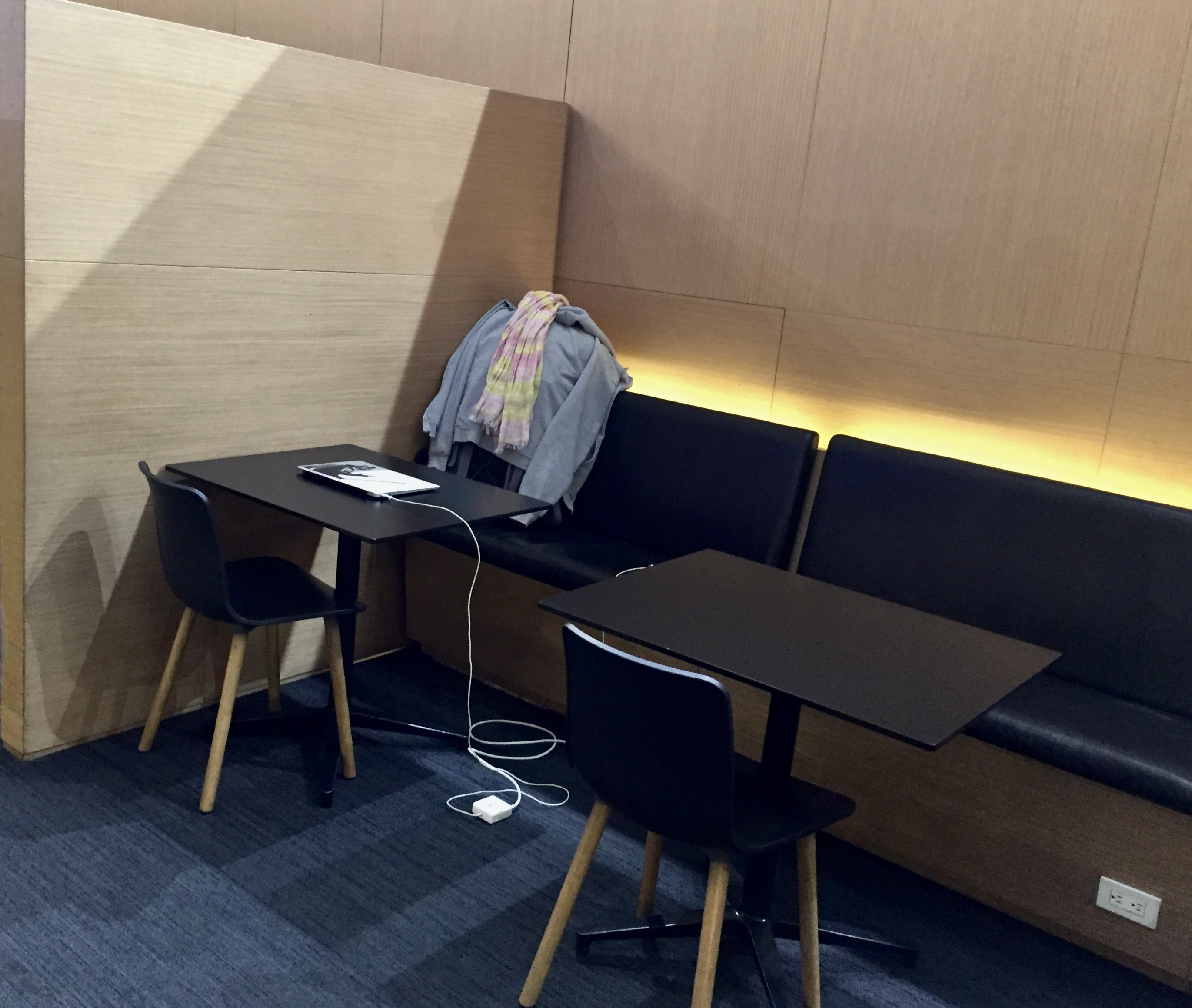 2020 - January 4th - Air Mexico - Upgraded to Business Class - Aeropuerto Internacional Benito Juárez - Mexico City - Salon Premier Business Class Lounge - Found my spot for the next 9 HOURS!!!!!!!