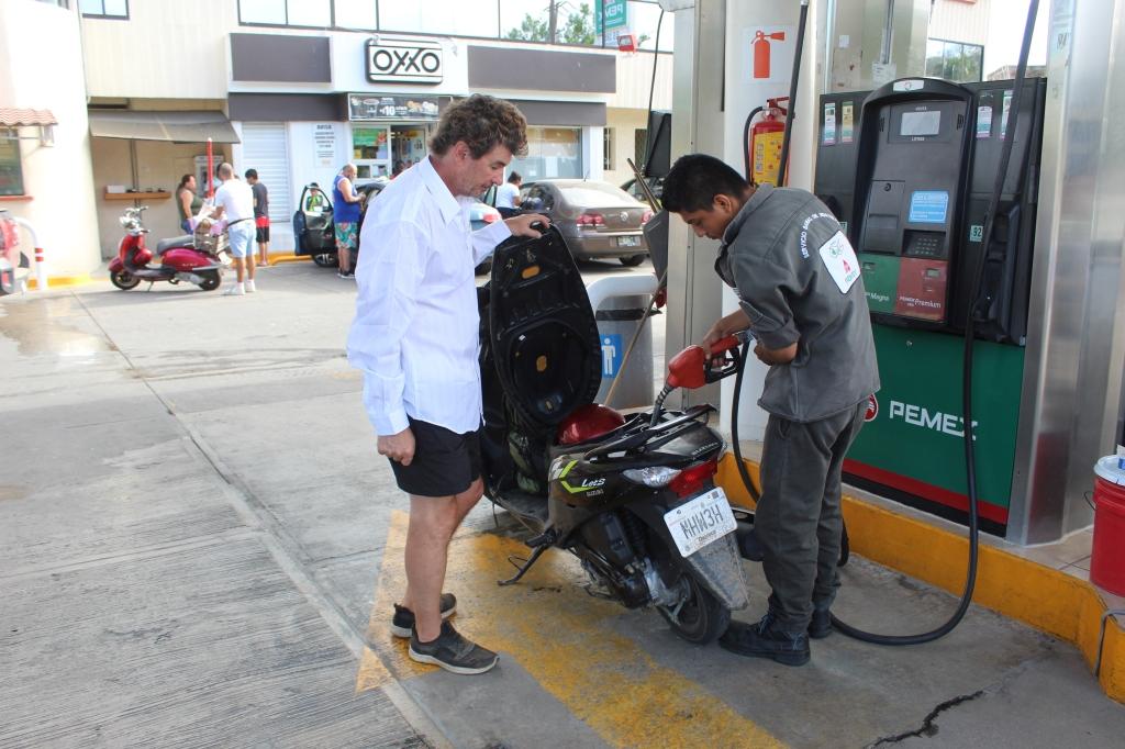 January 3rd, 2020 - Huatulco, Mexico - La Crucecita - Filling it with gas