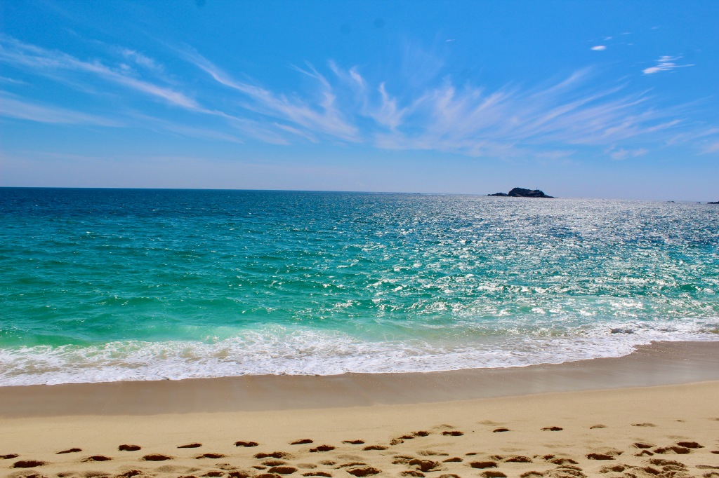 January 3rd, 2020 - Huatulco, Mexico - La Crucecita - Chahue Beach - Beautiful clouds