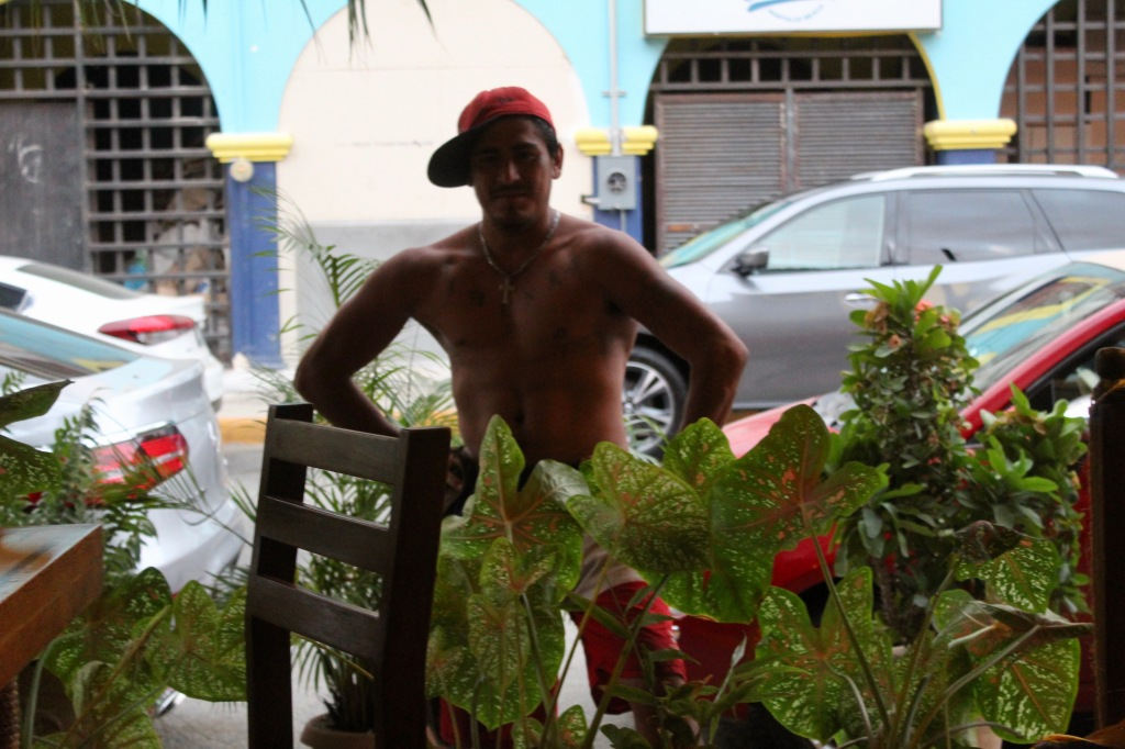 January 3rd, 2020 - Huatulco, Mexico - La Crucecita - Dinner at Giordanas Italian restaurant - This guy sees Joel pose, does the same - then asks for money!!!