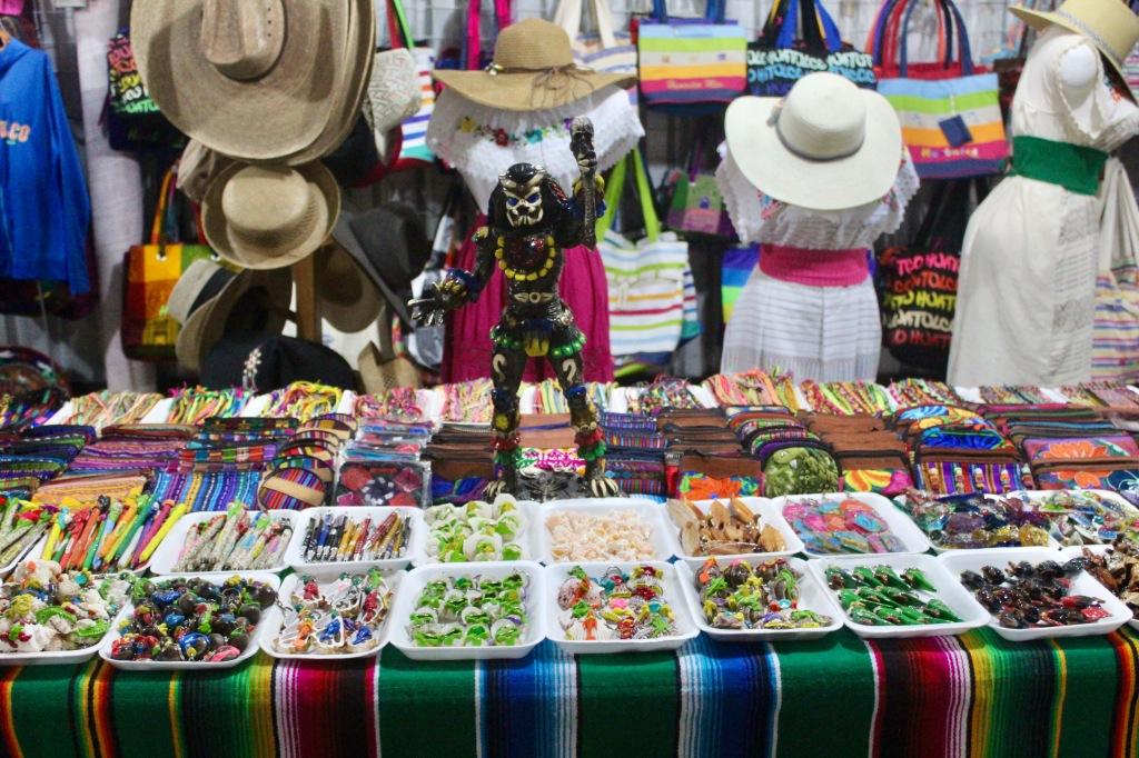 January 3rd, 2020 - Huatulco, Mexico - La Crucecita - Sights of downtown La Crucecita - Yautja!