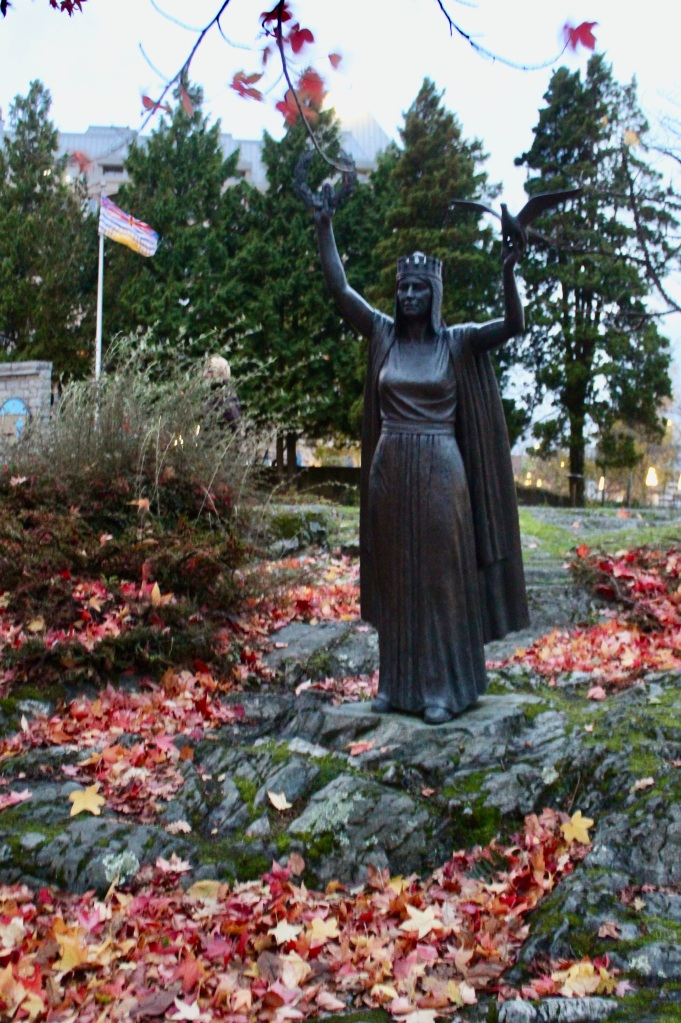 November 14th, 2020 - Victoria, Vancouver Island, British Columbia - Waterfront - Statue and Michael! Hee hee...